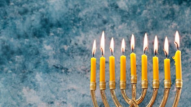 Close-up feestelijke kaarsenhouder voor hanukkah