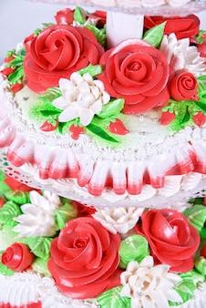 Close-up foto van de rode bruidstaart