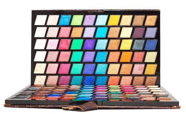 Close-up foto van doos met veelkleurige oogschaduw palet, make-up artist set