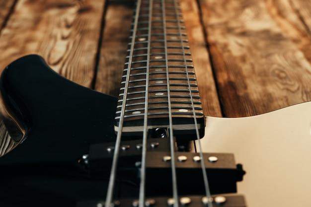 Close-up foto van elektrische gitaar toets op donkere achtergrond