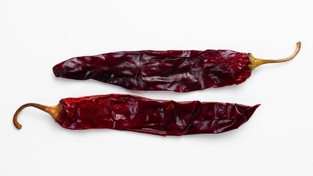 Close-up gedroogde roodgloeiende spaanse peperspeper
