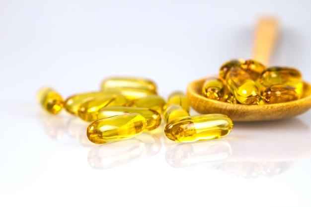 Close-up gele zachte gelatine aanvulling visolie capsule