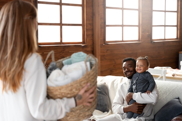 Close-up gelukkige familie thuis