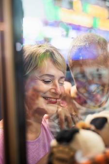 Close-up gelukkige mensen op kermis