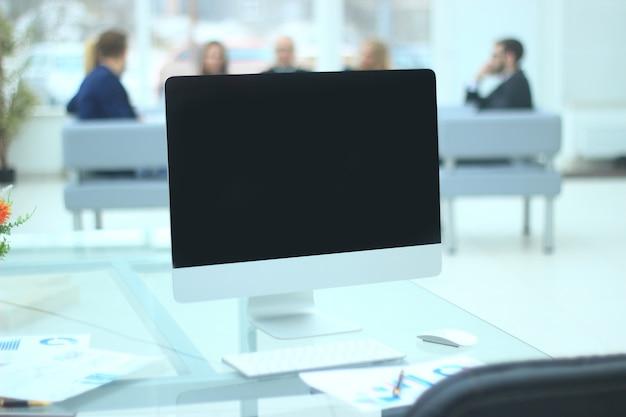 Close up.geopende laptop op wazig kantoor background.business concept
