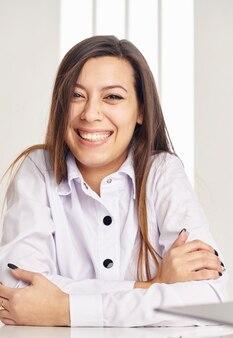 Close-up gezicht portret van mooie zakenvrouw.