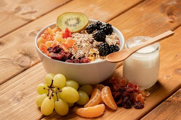 Close-up gezond ontbijt op lijst