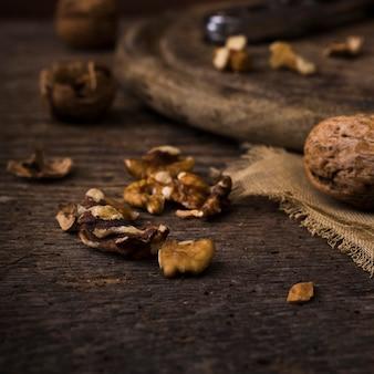 Close-up gezonde walnoten op de tafel