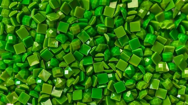 Close-up groene vierkante diamanten voor hobby's voor diamantborduurwerk en doe-het-zelfmaterialen voor het maken van diamant