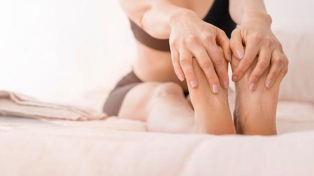 Close-up handen met voeten
