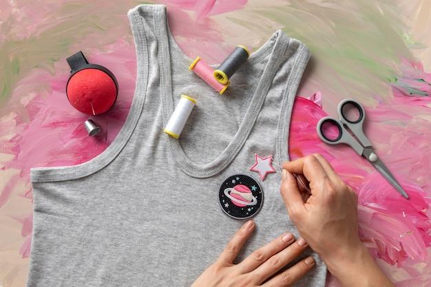 Close-up handen versieren top