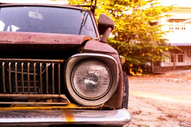 Close-up headlighy retro auto