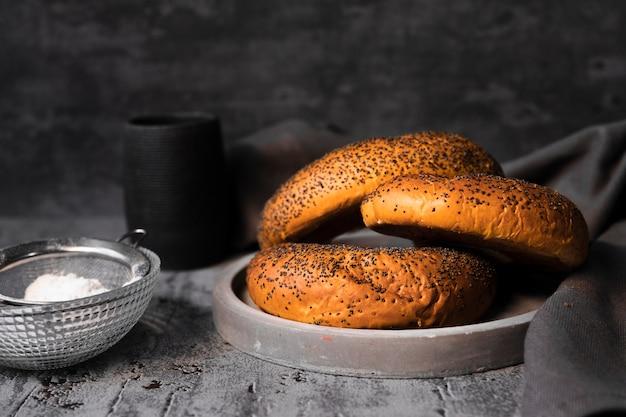 Close-up heerlijke bagels met zaden