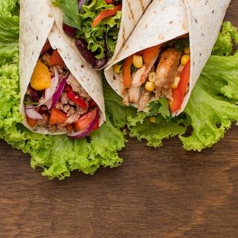 Close-up heerlijke tortilla wraps met vlees