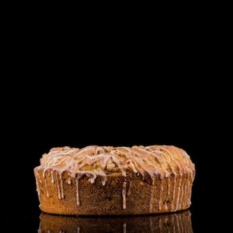 Close-up heerlijke zelfgemaakte cake klaar om te worden geserveerd
