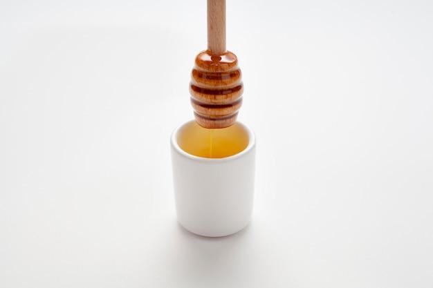 Close-up houten stok gevuld met honing