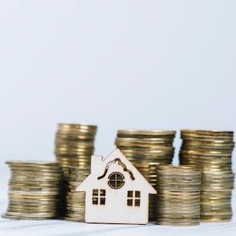 Close-up huis in de buurt van munten