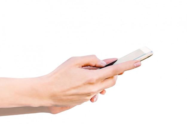 Close-up isoleren, telefoon in vrouwelijke handen. witte achtergrond.
