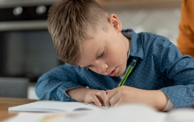 Close-up kind huiswerk