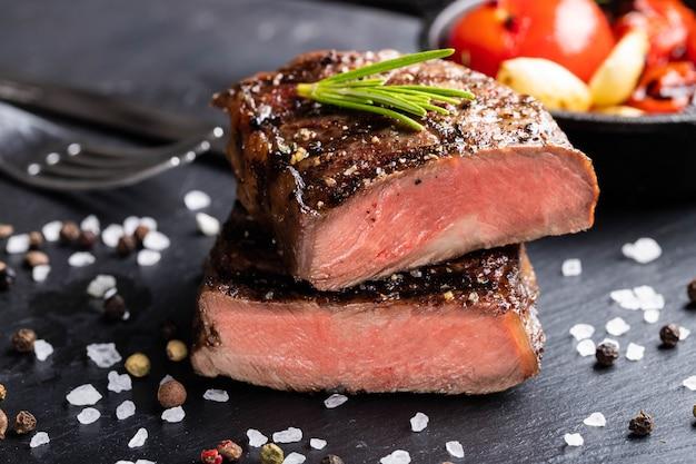 Close-up klaar om te eten steak top blade.