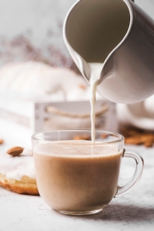 Close-up kopje koffie met melk