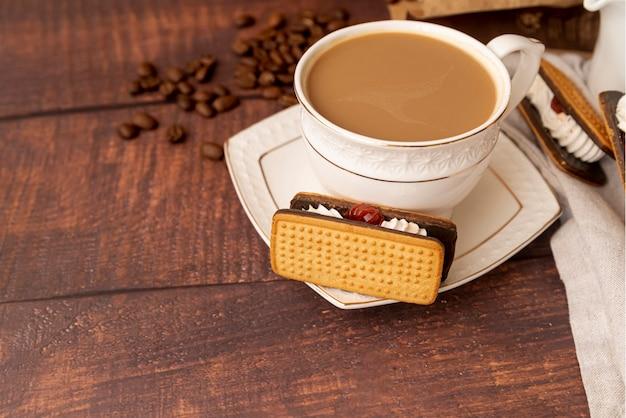 Close-up kopje koffie met snoep