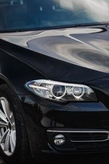Close-up koplampen van auto