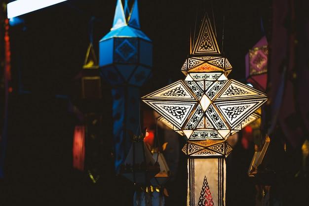 Close-up lampen gemaakt van wit papier. lanna-stijl, thailand