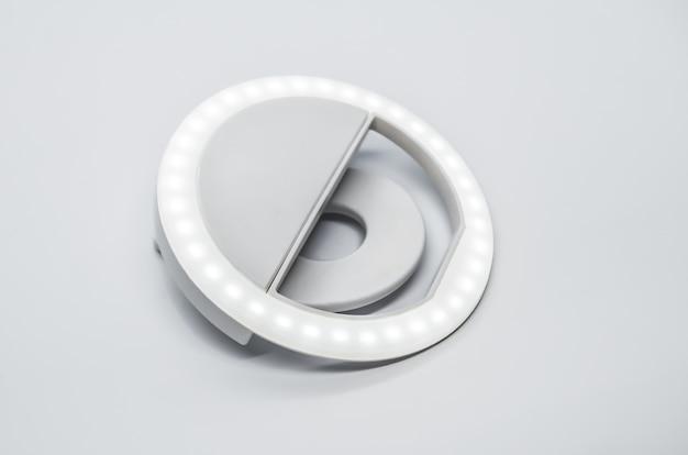 Close-up led selfie cirkelring licht lamp op wit