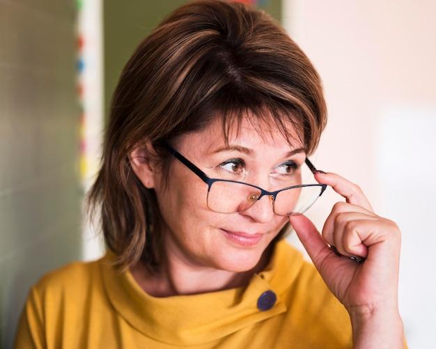 Close-up leraar met bril