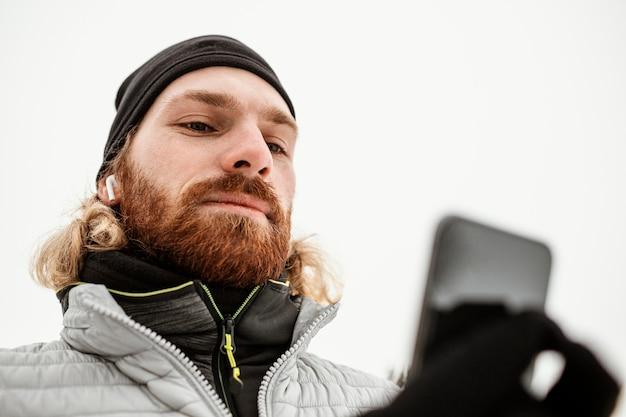 Close-up man met telefoon