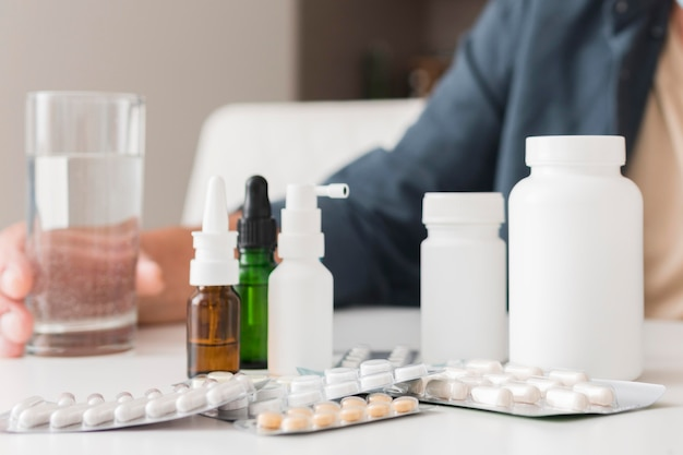 Close-up medicijncontainers op tafel