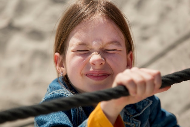 Close-up meisje klimtouw