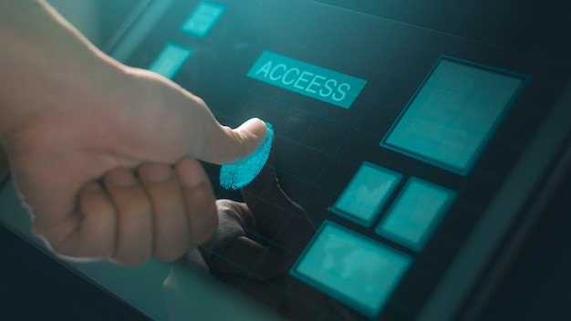 Close-up menselijke vinger raakt interface computermonitor, vingerafdruk biometrische identiteit