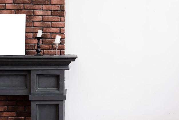 Close-up minimalistische open haard met bakstenen muur