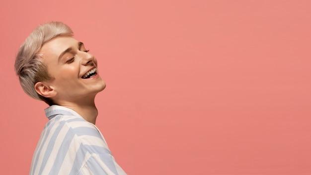 Close-up model lachen met kopie ruimte