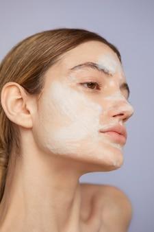 Close-up model met gezichtsmasker