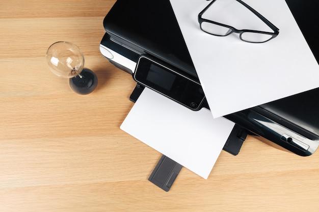 Close-up moderne printerscherm in kantoor