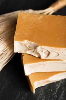 Close-up natuurlijke zeep van spikes