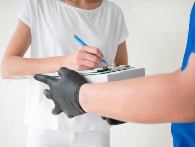 Close-up ontvanger ondertekeningsdocument
