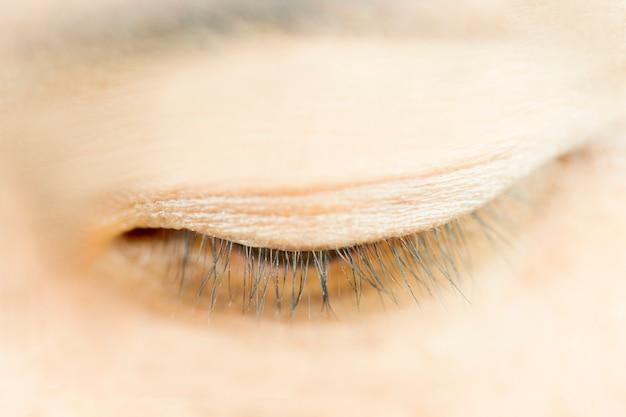 Close-up oog van vrouwen. dun wimper.