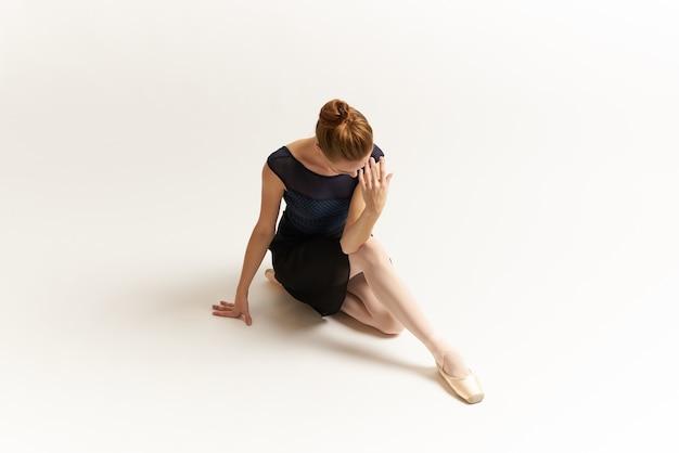 Close-up op ballerina uitrekken geïsoleerd