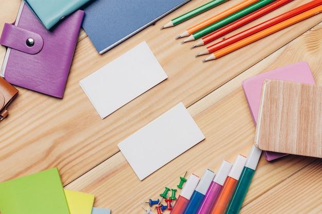 Close-up op briefpapier op tafel