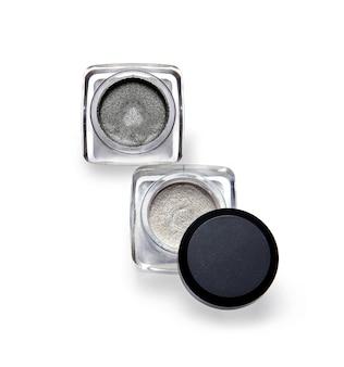 Close-up op crème oogschaduw geïsoleerd