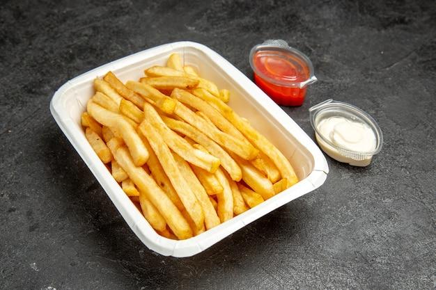 Close-up op heerlijke franse gebakken aardappelen