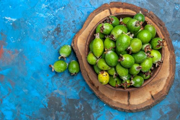 Close-up op kleine vitaminebom verse feijoas-vruchten