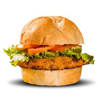 Close-up op knapperige kipburger met sla en tomaat.