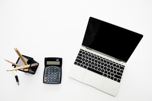 Close-up op laptop toetsenbord op het kantoor.