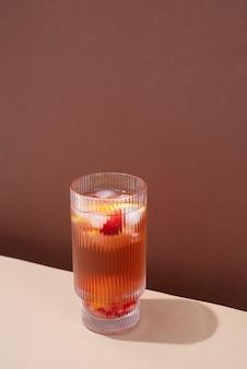 Close-up op voedselcocktails in hoog glas