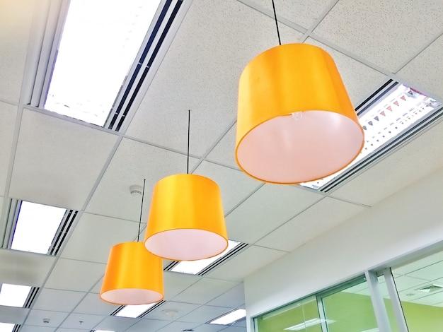 Close-up opknoping plafondlamp decoratie luxe stijl